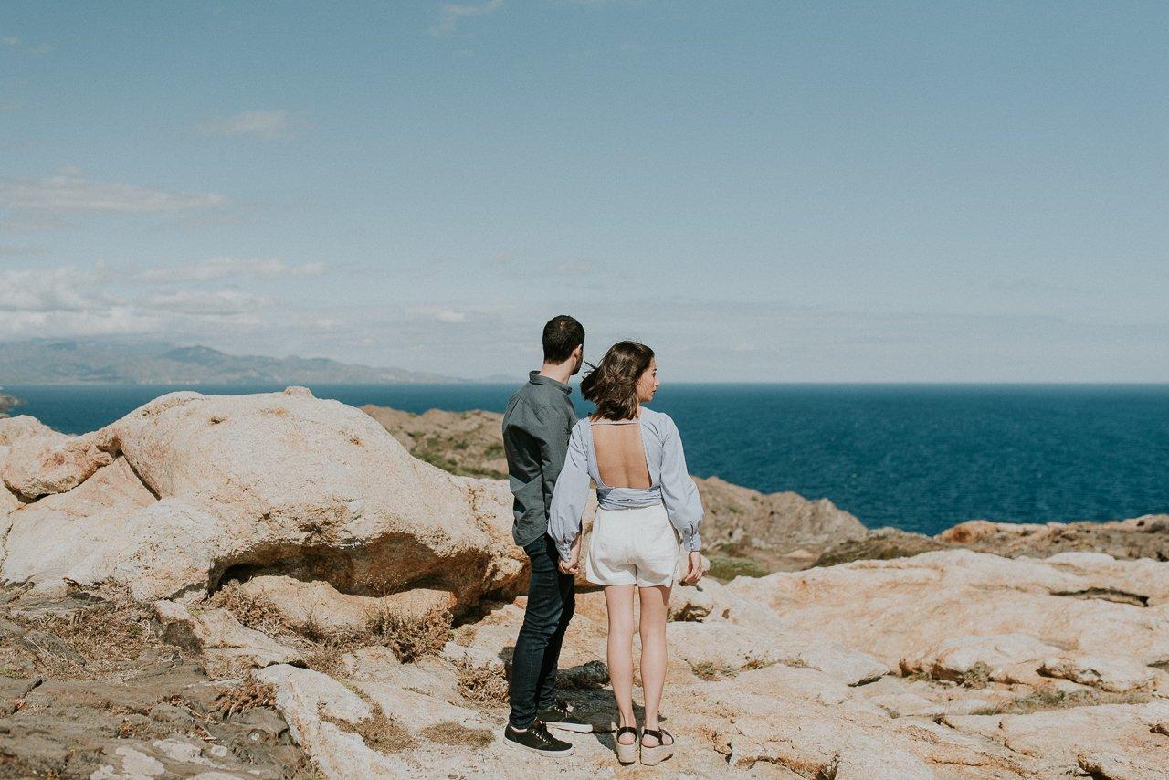 preboda pareja en acantilado